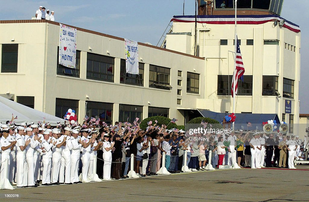 Sailors and families welcome home the injured sailors from USS Cole (DDG 67) October 15, 2000 at the Naval Station in Norfolk, VA. 33 Sailors were injured when a suspected 'terrorist' bomb struck the U.S. Navy destroyer USS Cole October 12. Six remaining injured are staying in Ramstein, Germany, until their condition becomes more stable.