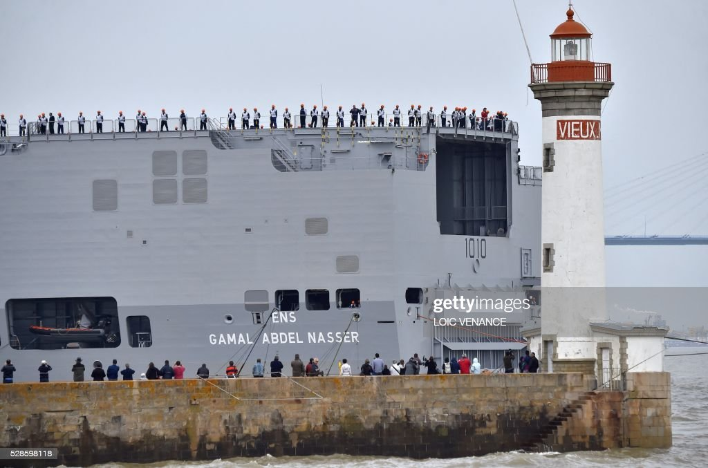 Sailors stand onboard the Gamal Abdl Nasser (ex-Vladivostok) Mistral class ship as they leave for a one week training session on May 6, 2016 in Saint-Nazaire, western France. The 'Nasser', first one of the two Mistral class ships sold by France to Egypt after its first sale cancellation to Russia, leaves Saint-Nazaire (Loire-Atlantique) on Friday for a week of Egyptian crew training at sea. / AFP / LOIC