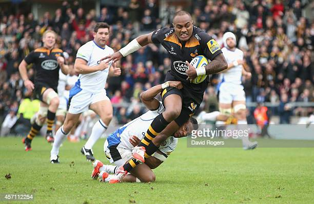 Sailosi Tagicakibau of Wasps breaks clear to score a try despite being held by Anthony Watson during the Aviva Premiership match between Wasps and...