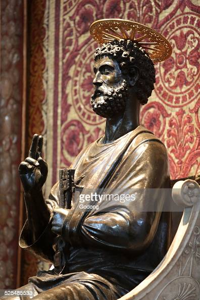 Saint Peter Enthroned statue Arnolfo di Cambio XIIIe siecle St Peters Basilica