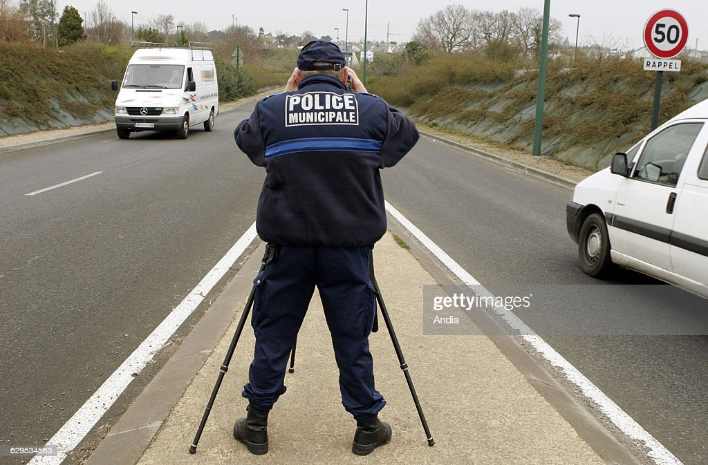 SaintBrieuc 2010 Speed control in the city with a Eurolaser speed trap Since 2000 the members of the local police are allowed to carry out speed...