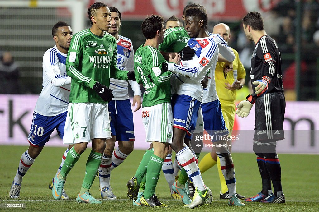 Saint-Etienne's Argentinian midfielder Alejandro Alonso (C) clashes with Lyon's French defender Samuel Umtiti (2ndR) during the French L1 football match Saint-Etienne versus Lyon on December 9, 2012 at the Geoffroy-Guichard stadium in Saint-Etienne.