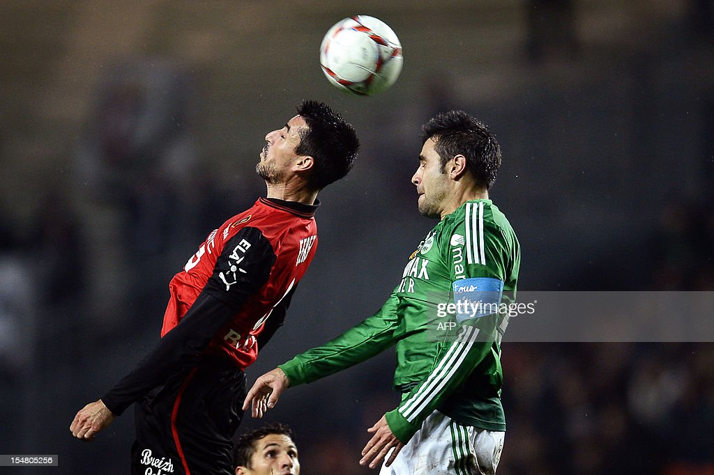 Saint-Etienne's French defender Loic Perrin (R) vies with Rennes' French midfielder Julien Feret (L) during the French L1 football match AS Saint-Etienne (ASSE) vs Rennes on October 26, 2012, at the Geoffroy Guichard Stadium in Saint-Etienne, central France. AFP PHOTO / JEFF PACHOUD