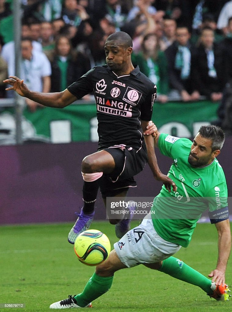 Saint-Etienne's French defender Loic Perrin (R) vies with Toulouse's Brazilian midfielder Somalia during the French L1 football match between Saint Etienne and Toulouse at the Geoffroy Guichard stadium in Saint Etienne, central France, on April 30, 2016. Perrin received a red card from the referee for this action.