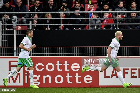 FBL-FRA-LIGUE1-DIJON-SAINT-ETIENNE : News Photo