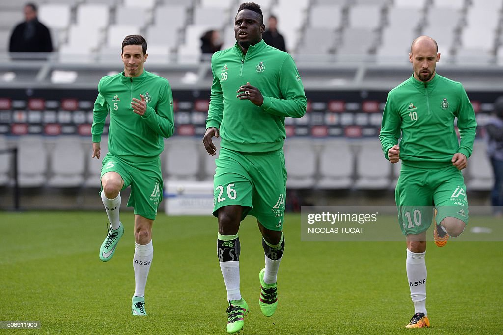 Saint-Etienne's French midfielder Vincent Pajot (L), Senegalese defender Moustapha Bayal Sall (C) and Saint-Etienne's French midfielder Renaud Cohade warm up prior to the French L1 football match between Bordeaux (FCGB) and Saint-Etienne (ASSE) on February 7, 2016, at the Matmut Atlantique stadium in Bordeaux, southwestern France. AFP PHOTO / NICOLAS TUCAT / AFP / NICOLAS TUCAT