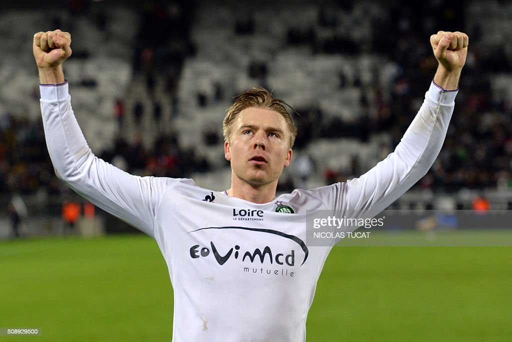 Saint-Etienne's Swedish forward Alexander Soderlund celebrates at the end of the French Ligue 1 football match between Bordeaux and Saint-Etienne at Matmut Atlantique Stadium in Bordeaux, southwestern France, on February 7, 2016 . AFP PHOTO / NICOLAS TUCAT / AFP / NICOLAS TUCAT