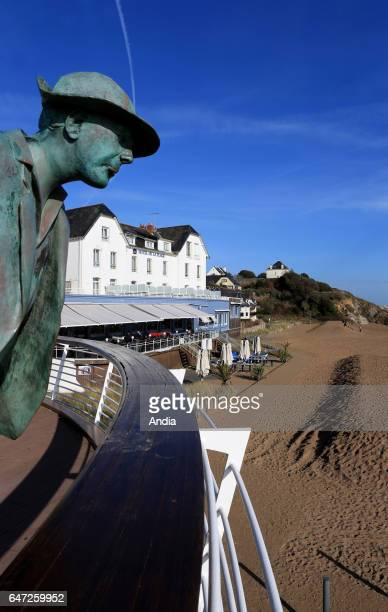 SaintMarcsurMer the famous beach 'plage de M Hulot' and its hotel scenery of Jacques Tati's film 'Les vacances de M Hulot' Statue sculpted by...