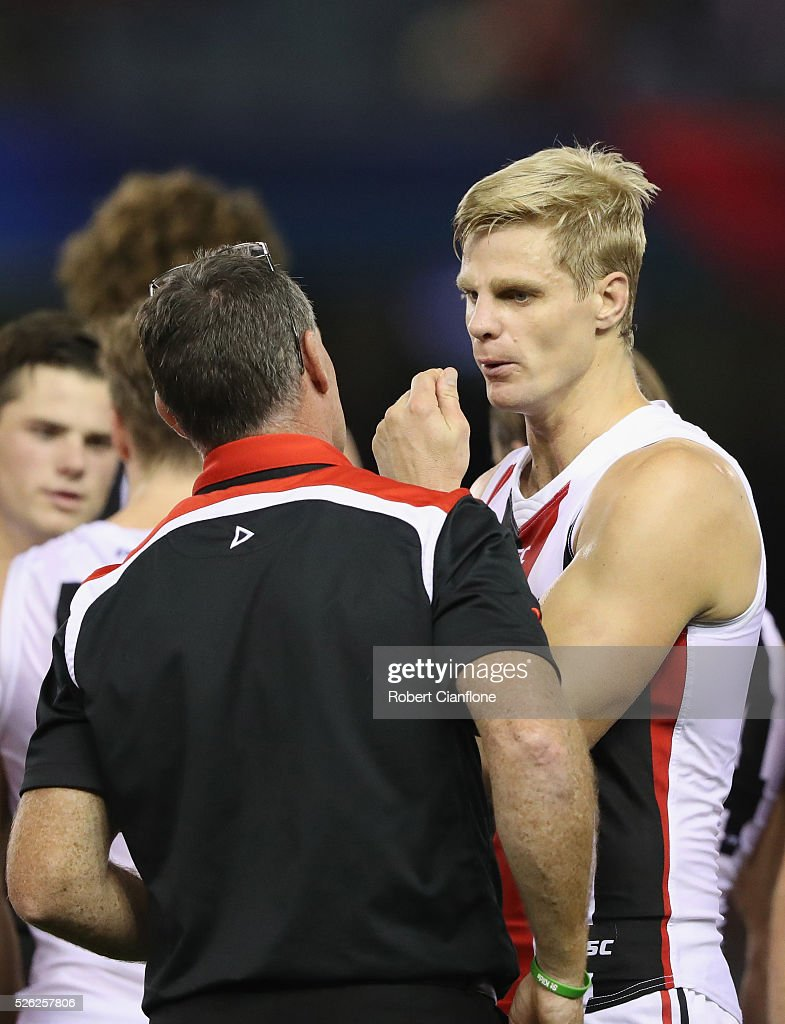 Saints coach Alan Richardson speaks to Nick Riewoldt during the round six AFL match between the Melbourne Demons and the St Kilda Saints at Etihad Stadium on April 30, 2016 in Melbourne, Australia.