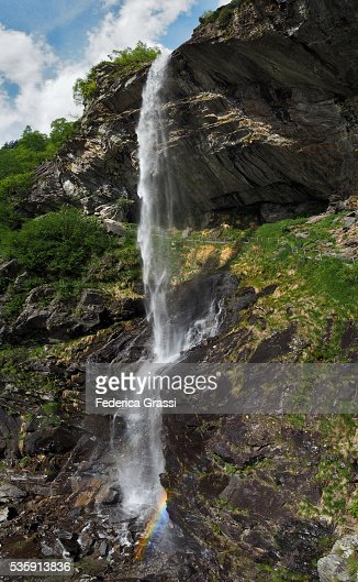 Sajont Waterfalls With Rainbow, Natural Park of The High Antrona Valley, Piedmont, Northern Italy : Foto de stock