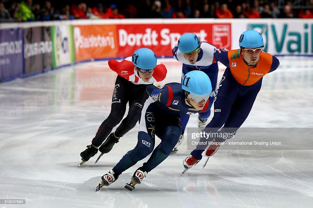 Sakters compete during the men 5000m relay final A during Day 3 of ISU Short Track World Cup at Sportboulevard on February 14, 2016 in Dordrecht, Netherlands.