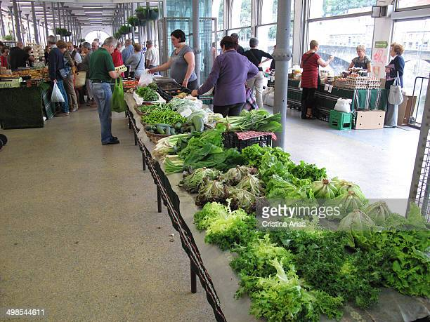 Sale of endive lettuce and other garden products in the traditional market of Tolosa where every Saturday for several centuries the producers...