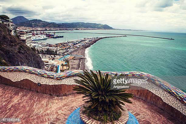Visto dal porto di Salerno, Italia, città di Vietri
