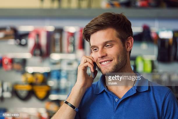 Assistente alle vendite al telefono in Negozio di biciclette