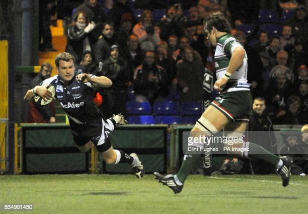 Sale's Mark Cueto scores the Sharks' first try of the game during the Guinness Premiership match at Edgeley Park Stockport