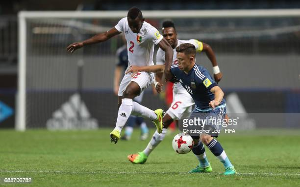 Salif Sylla of Guinea battles with Tomas Conechny of Argentina during the FIFA U20 World Cup Korea Republic 2017 group A match between Guinea and...