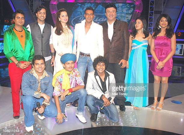 Salim Merchant Kangana Ranaut Ajay Devgan Anu Mallik and Sunidhi Chauhan pose with the contestants on the sets of Indian Idol 4 in Mumbai on July 20...