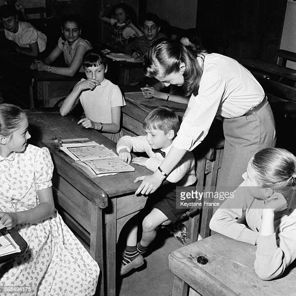 Salle de classe dans une école à Paris France en 1957
