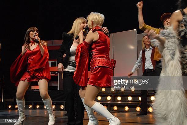 Sally Carr Isobel Davies Anja Bublitz Musiker 'Middle of the Road' Premiere Tournee zum 40jährigen Jubiläum der ZDFKultShow 'Disco' 'Circus Krone'Bau...