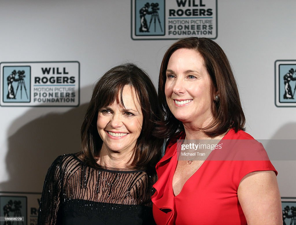 <a gi-track='captionPersonalityLinkClicked' href=/galleries/search?phrase=Sally+Field&family=editorial&specificpeople=206350 ng-click='$event.stopPropagation()'>Sally Field</a> (L) and Kathleen Kennedy arrive at CinemaCon 2013 'Pioneer of the Year' Awards honoring Kathleen Kennedy held at Caesars Palace on April 17, 2013 in Las Vegas, Nevada.