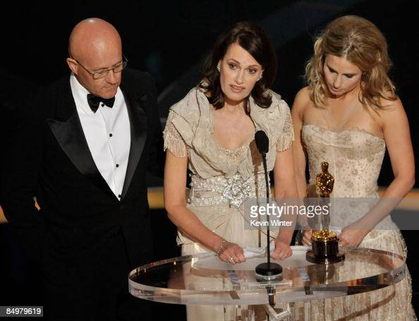 Sally Ledger Mother of late Heath Ledger accepts the award for Best Supporting Actor for 'The Dark Night' with father Kim and sister Kate during the...