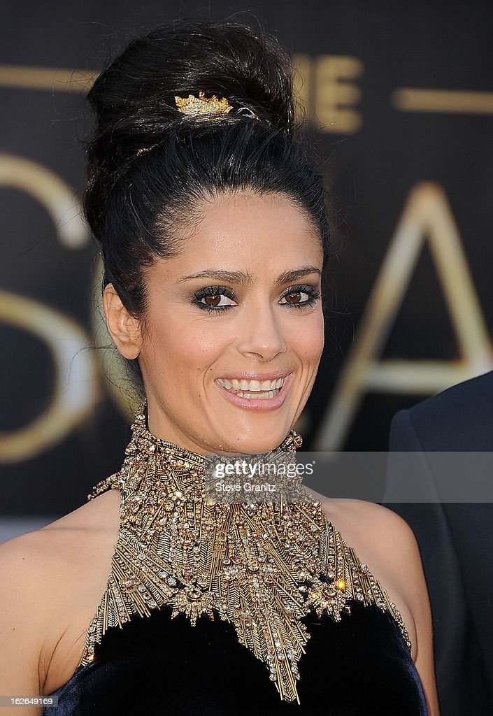 Salma Hayek arrives at the 85th Annual Academy Awards at Dolby Theatre on February 24, 2013 in Hollywood, California.