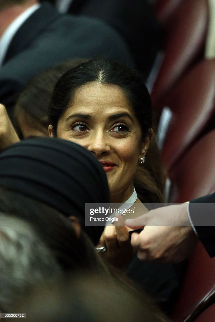 <a gi-track='captionPersonalityLinkClicked' href=/galleries/search?phrase=Salma+Hayek&family=editorial&specificpeople=201844 ng-click='$event.stopPropagation()'>Salma Hayek</a> attends 'Un Muro o Un Ponte' Seminary held by Pope Francis at the Paul VI Hall on May 29, 2016 in Vatican City, Vatican.