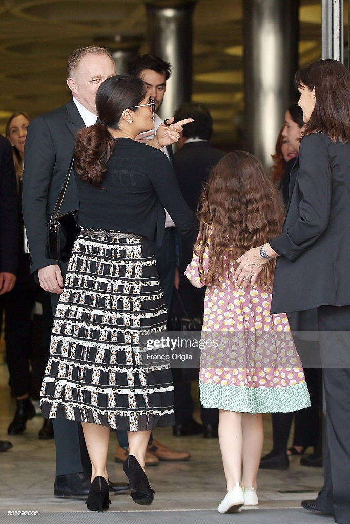 <a gi-track='captionPersonalityLinkClicked' href=/galleries/search?phrase=Salma+Hayek&family=editorial&specificpeople=201844 ng-click='$event.stopPropagation()'>Salma Hayek</a>, <a gi-track='captionPersonalityLinkClicked' href=/galleries/search?phrase=Francois-Henri+Pinault&family=editorial&specificpeople=532174 ng-click='$event.stopPropagation()'>Francois-Henri Pinault</a> and their daughter <a gi-track='captionPersonalityLinkClicked' href=/galleries/search?phrase=Valentina+Paloma+Pinault&family=editorial&specificpeople=5557938 ng-click='$event.stopPropagation()'>Valentina Paloma Pinault</a> arrive at 'Un Muro o Un Ponte' Seminary held by Pope Francis at the Paul VI Hall on May 29, 2016 in Vatican City, Vatican.
