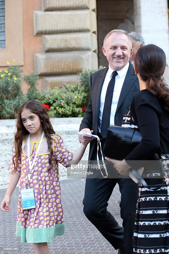 <a gi-track='captionPersonalityLinkClicked' href=/galleries/search?phrase=Salma+Hayek&family=editorial&specificpeople=201844 ng-click='$event.stopPropagation()'>Salma Hayek</a>, <a gi-track='captionPersonalityLinkClicked' href=/galleries/search?phrase=Francois-Henri+Pinault&family=editorial&specificpeople=532174 ng-click='$event.stopPropagation()'>Francois-Henri Pinault</a> and their daughter <a gi-track='captionPersonalityLinkClicked' href=/galleries/search?phrase=Valentina+Paloma+Pinault&family=editorial&specificpeople=5557938 ng-click='$event.stopPropagation()'>Valentina Paloma Pinault</a> leave at the end of 'Un Muro o Un Ponte' Seminary held by Pope Francis at the Paul VI Hall on May 29, 2016 in Vatican City, Vatican.