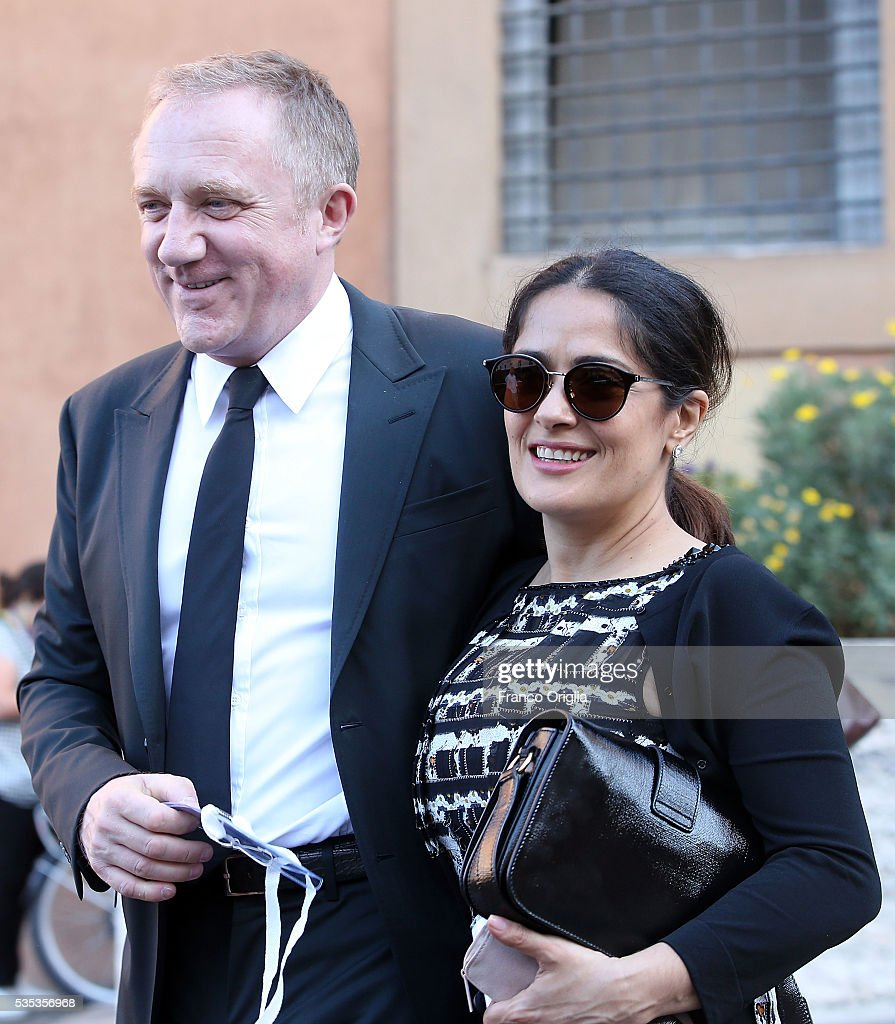 <a gi-track='captionPersonalityLinkClicked' href=/galleries/search?phrase=Salma+Hayek&family=editorial&specificpeople=201844 ng-click='$event.stopPropagation()'>Salma Hayek</a>, <a gi-track='captionPersonalityLinkClicked' href=/galleries/search?phrase=Francois-Henri+Pinault&family=editorial&specificpeople=532174 ng-click='$event.stopPropagation()'>Francois-Henri Pinault</a> leave at the end of 'Un Muro o Un Ponte' Seminary held by Pope Francis at the Paul VI Hall on May 29, 2016 in Vatican City, Vatican.
