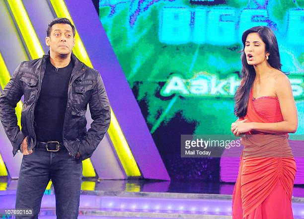 Salman Khan and Katrina Kaif on the sets of Bigg Boss Season 4 Katrina Kaif and Farah Khan were there to promote their upcoming film Tees Maar Khan