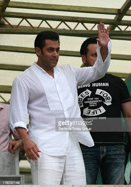 Salman Khan on the occasion of Eid waves to the crowd who came to greet him in Mumbai