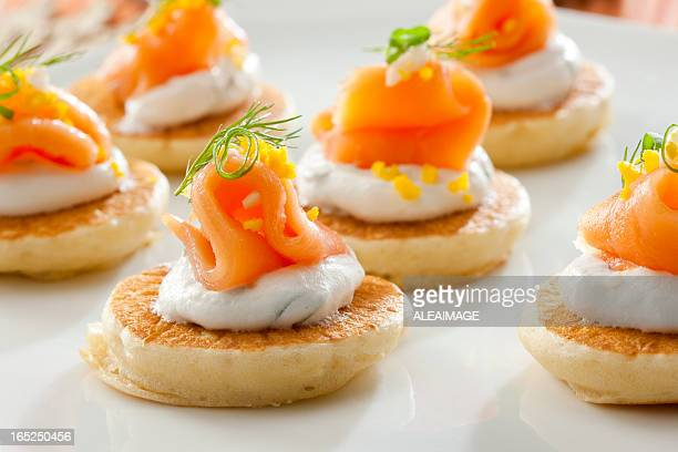 Canap traiteur photos et images de collection getty images for Canape hors d oeuvres difference