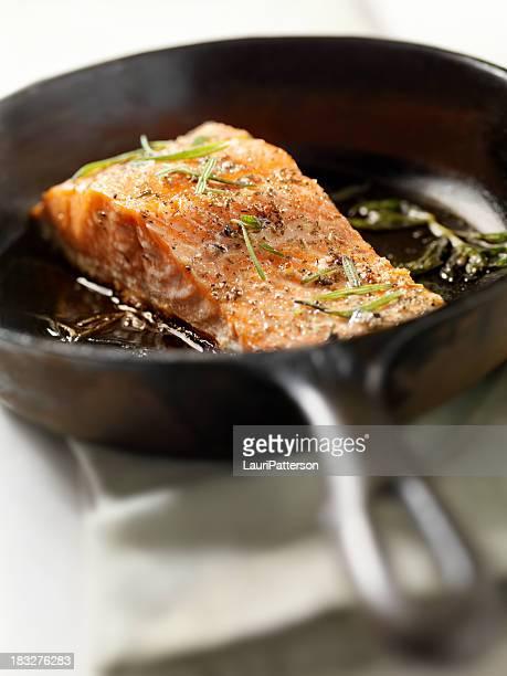 Filet de saumon frais et au romarin