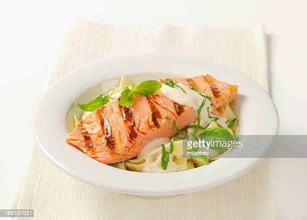 Salmon steak with basil and cream sauce