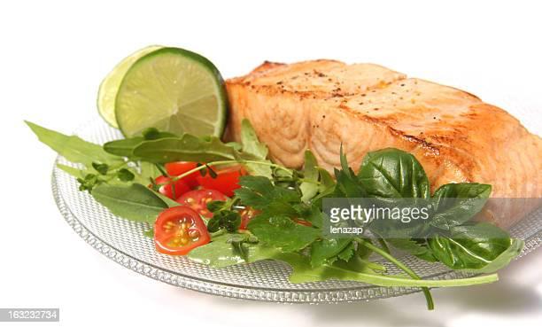 Darne de saumon avec citron vert et de greens