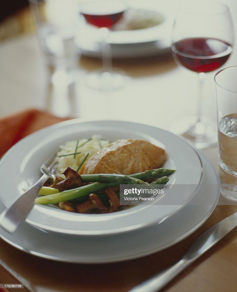 Salmon with Asparagus : Stock Photo