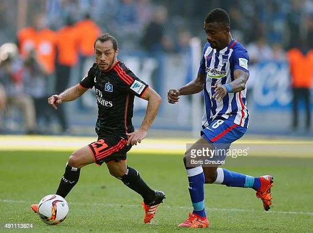 Salomon Kalou of Berlin challenges Marcelo Diaz of Hamburger SV during the Bundesliga match between Hertha BSC and Hamburger SV at Olympiastadion on...
