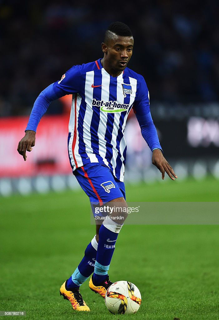 <a gi-track='captionPersonalityLinkClicked' href=/galleries/search?phrase=Salomon+Kalou&family=editorial&specificpeople=453312 ng-click='$event.stopPropagation()'>Salomon Kalou</a> of Berlin in action during the Bundesliga match bewteen Hertha BSC and Borussia Dortmund at Olympiastadion on February 6, 2016 in Berlin, Germany.