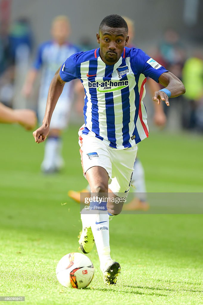 <a gi-track='captionPersonalityLinkClicked' href=/galleries/search?phrase=Salomon+Kalou&family=editorial&specificpeople=453312 ng-click='$event.stopPropagation()'>Salomon Kalou</a> of Hertha BSC during the game between Eintracht Frankfurt and Hertha BSC on September 27, 2015 in Frankfurt, Germany.