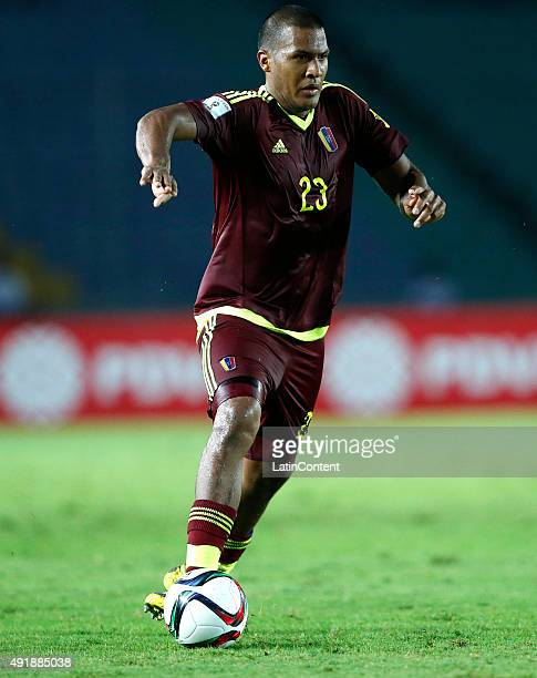 Salomo—n Rond—on of Venezuela drives the ball during a match between Venezuela and Paraguay as part of FIFA 2018 World Cup Qualifier at Cachamay...