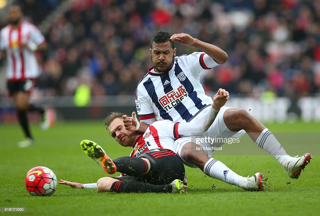 Salomon Rondon of West Bromwich Albion and Jan Kirchhoff of Sunderland compete for the ball during the Barclays Premier League match between Sunderland and West Bromwich Albion at Stadium of Light on April 2, 2016 in Sunderland, England.