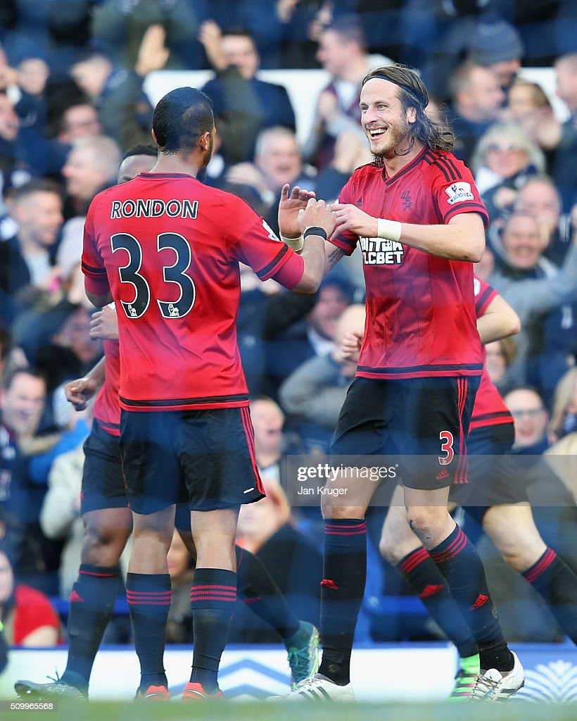 Salomon Rondon (R) of West Bromwich Albion scores his team's first goal with his team mate <a gi-track='captionPersonalityLinkClicked' href=/galleries/search?phrase=Jonas+Olsson&family=editorial&specificpeople=2855165 ng-click='$event.stopPropagation()'>Jonas Olsson</a> (R) during the Barclays Premier League match between Everton and West Bromwich Albion at Goodison Park on February 13, 2016 in Liverpool, England.