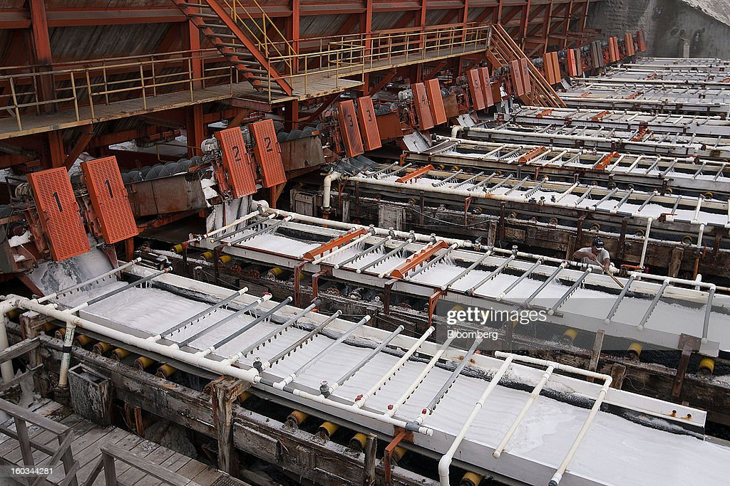 Salt washer Jose Luna inspects liquids used for washing salt on the conveyor belt at the Exportadora de Sal (ESSA) facility in Guerrero Negro, Mexico, on Wednesday, Jan. 24. 2013. Exportadora de Sal (ESSA), a joint venture between Fidecomiso Mining Development Corporation and Mitsubishi, is one of the leading producers and suppliers of salt for the chlorine-alkali industry in the Pacific Rim. Photographer: Susana Gonzalez/Bloomberg via Getty Images