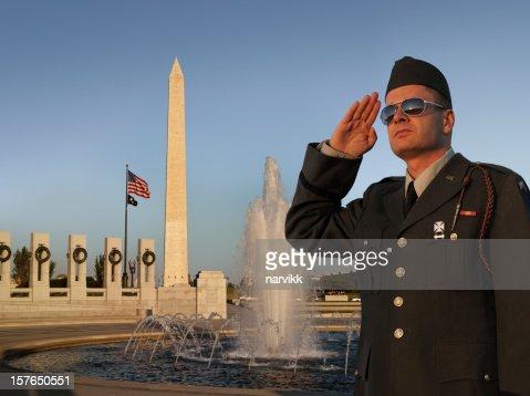 敬礼米国ミナミコメツキワシントン DC の第二次世界大戦記念館