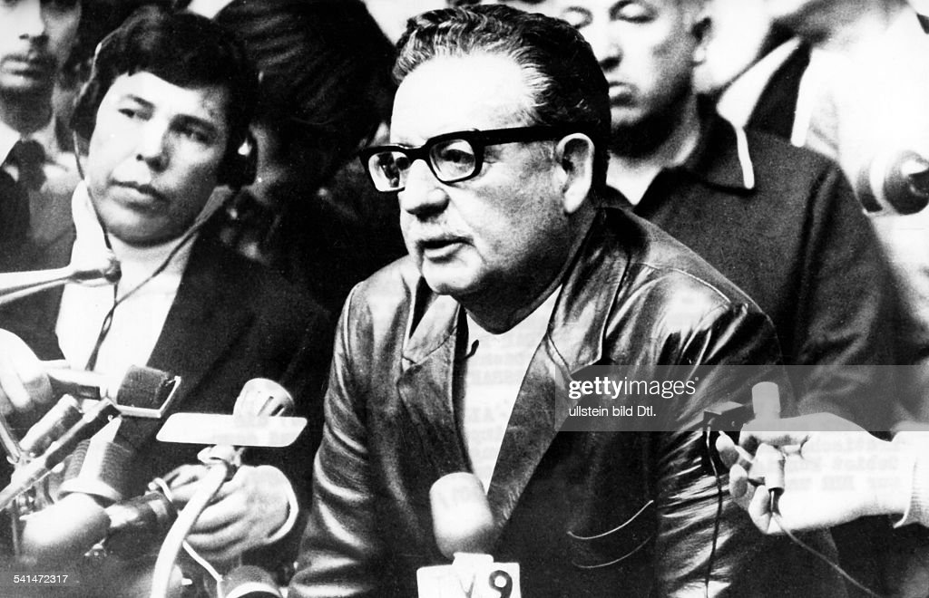 <a gi-track='captionPersonalityLinkClicked' href=/galleries/search?phrase=Salvador+Allende&family=editorial&specificpeople=220786 ng-click='$event.stopPropagation()'>Salvador Allende</a>*-+Politiker, Sozialisten, ChileStaatspräsident 1970-1973bei einer Presserklärung nach seinem Wahlsieg als Kandidat der Unidad Popular bei den Präsidentschftswahlen vom ..
