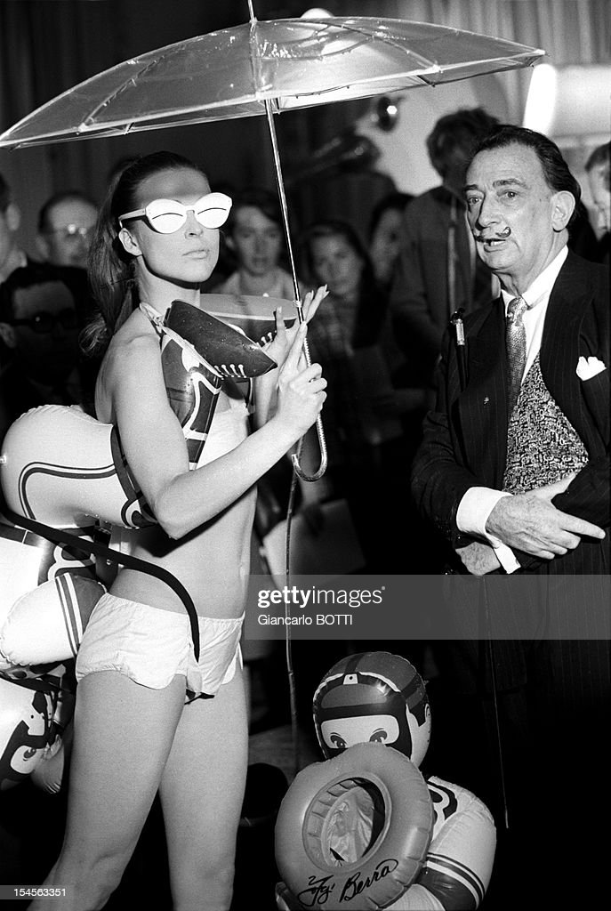 <a gi-track='captionPersonalityLinkClicked' href=/galleries/search?phrase=Salvador+Dali&family=editorial&specificpeople=94477 ng-click='$event.stopPropagation()'>Salvador Dali</a> presents his swimsuit collection at the Meurice Hotel, 1965 in Paris, France.