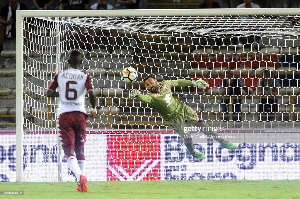 Salvatore Sirigu goalkeeper of Torino FC saves his goal during the Serie A match between Bologna FC and Torino FC at Stadio Renato Dall'Ara on August 20, 2017 in Bologna, Italy.