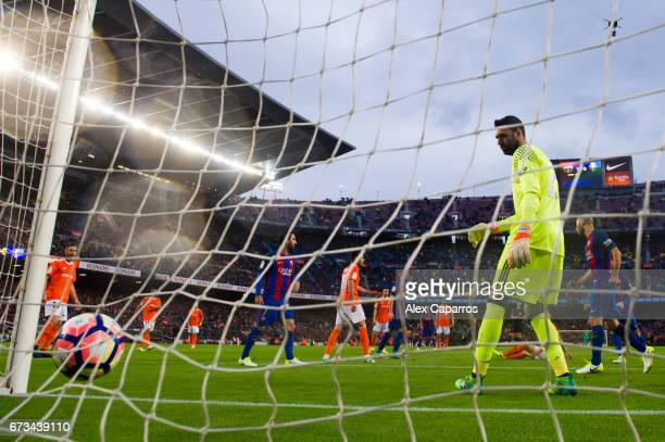 Salvatore Sirigu of CA Osasuna looks on as Andre Gomes of FC Barcelona scores his sides second goal during the La Liga match between FC Barcelona and...