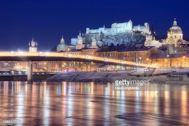 Salzburg Österreich auf einer Winter Nacht